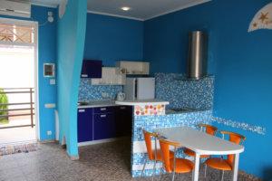 Коттедж в Коктебеле у моря, голубой